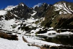 Горы и озеро