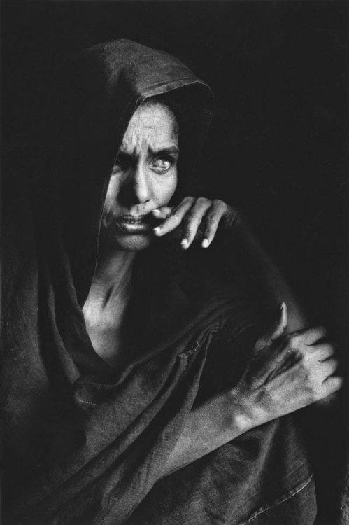 80_9a Сальгадо Слепая женщина.jpg